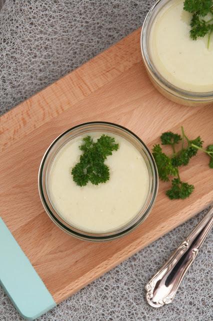 Suppe aus grünem Spargel