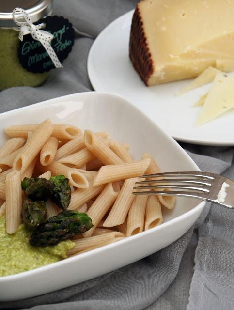 Grüner-Spargel-Mandel-Pesto