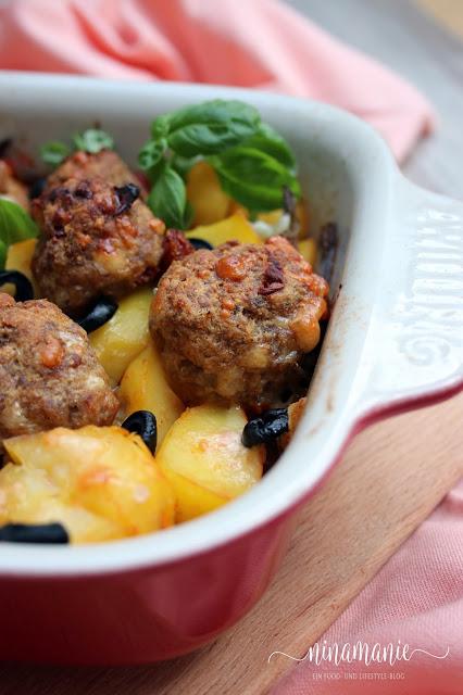 Mediterraner Kartoffel-Bohnen-Hackbällchen-Auflauf Detail
