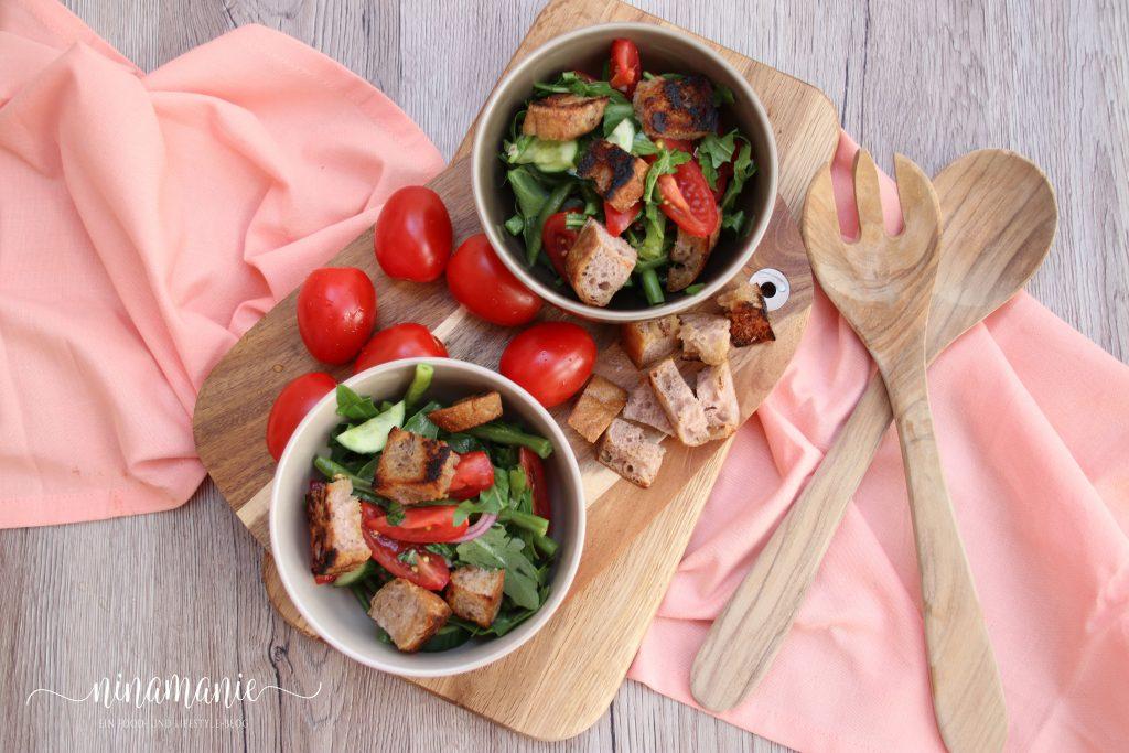 Tomaten-Bohnen-Brotsalat Schalen von oben