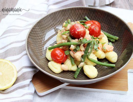 Gnocchi mit Bohnen, Tomaten und Räucherlachs
