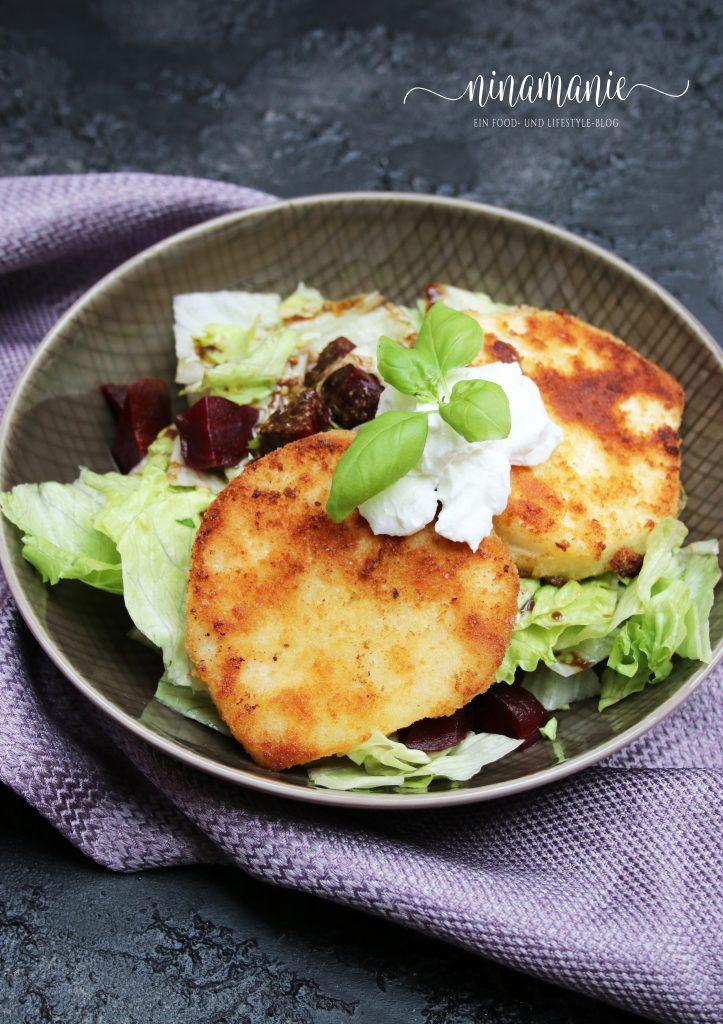 Sellerie-Schnitzel auf Salat