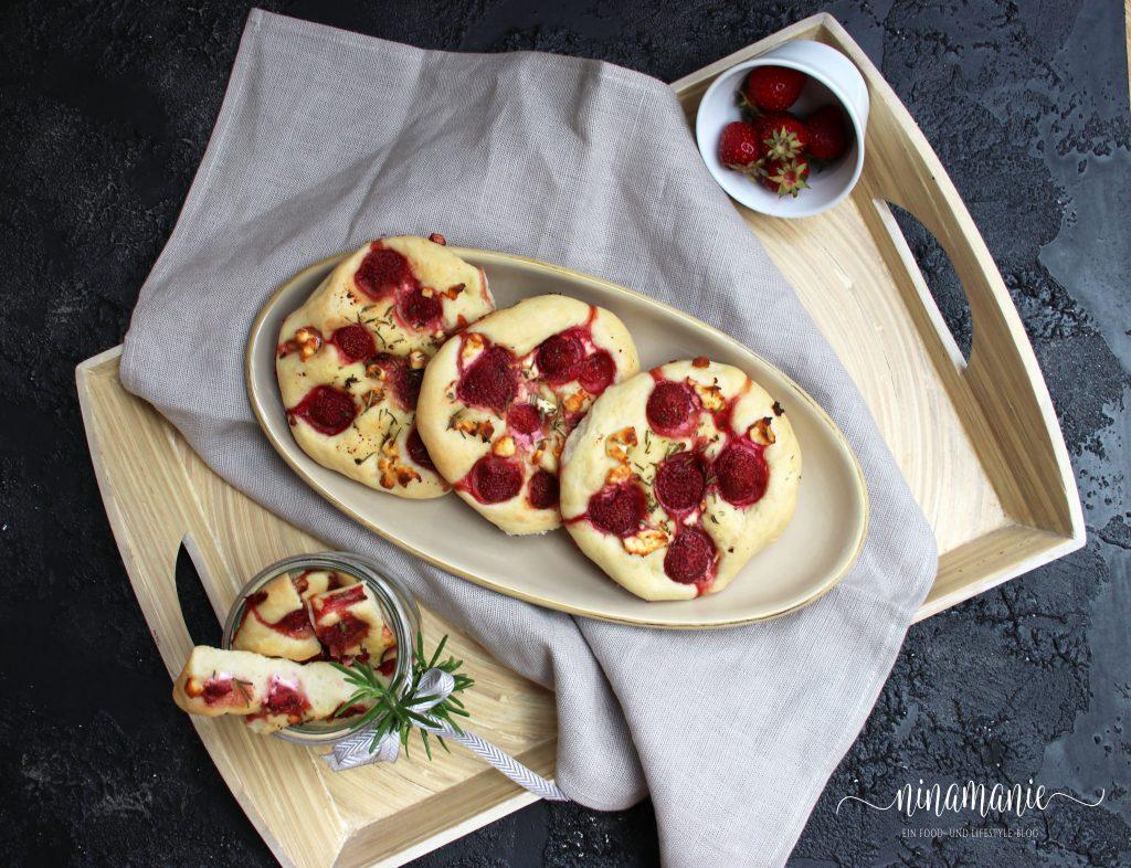 Erdbeer-Focaccias Flatlay