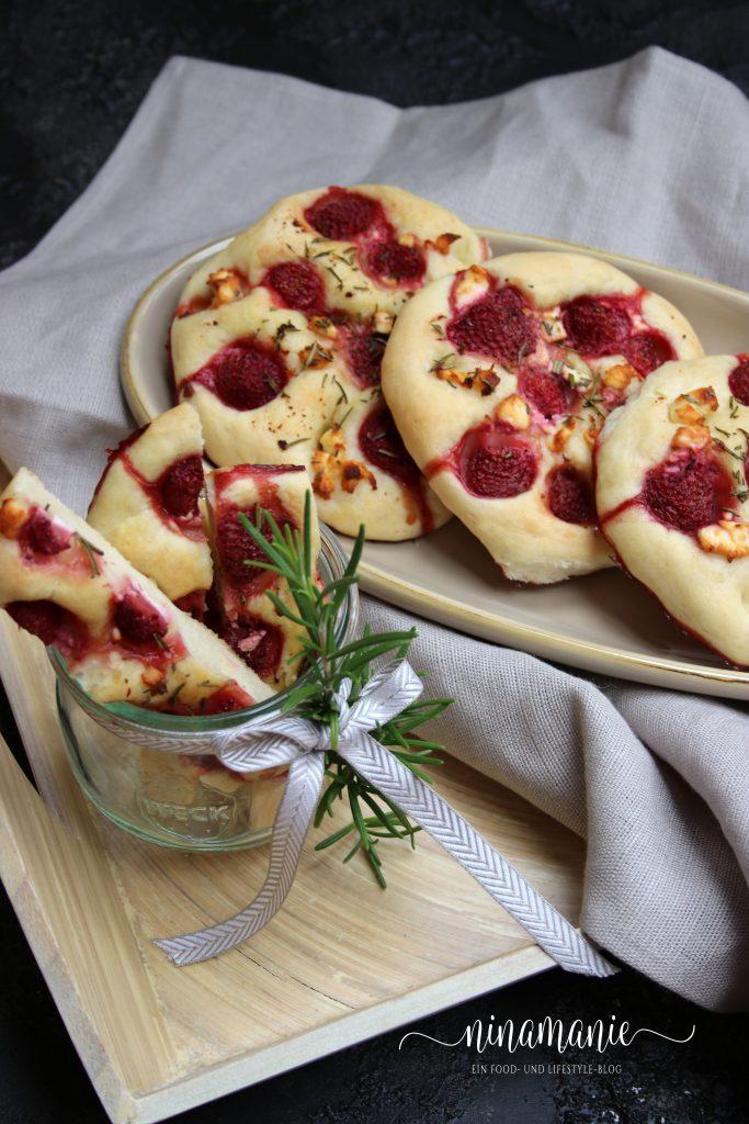 Süße Focaccias mit Erdbeeren