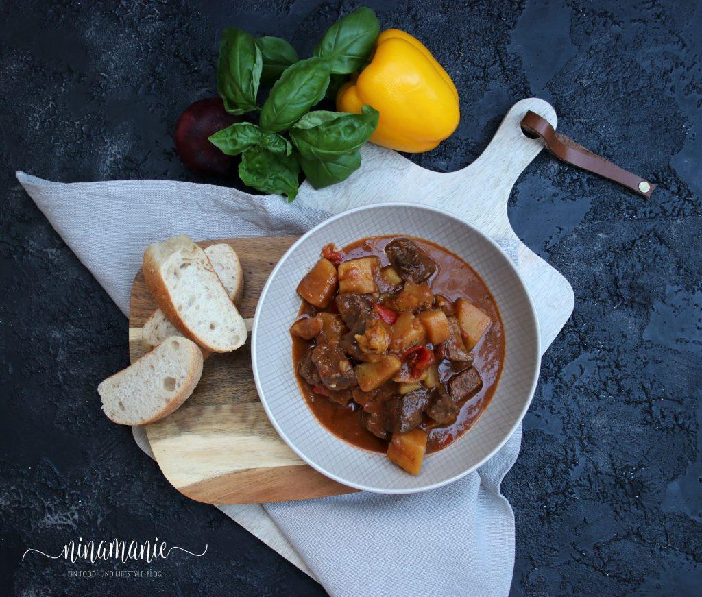Kartoffel-Paprika-Gulasch Flatlay