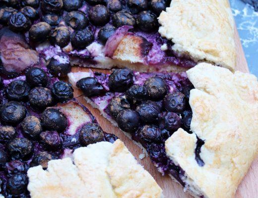 Ein Stück Blaubeer-Tarte