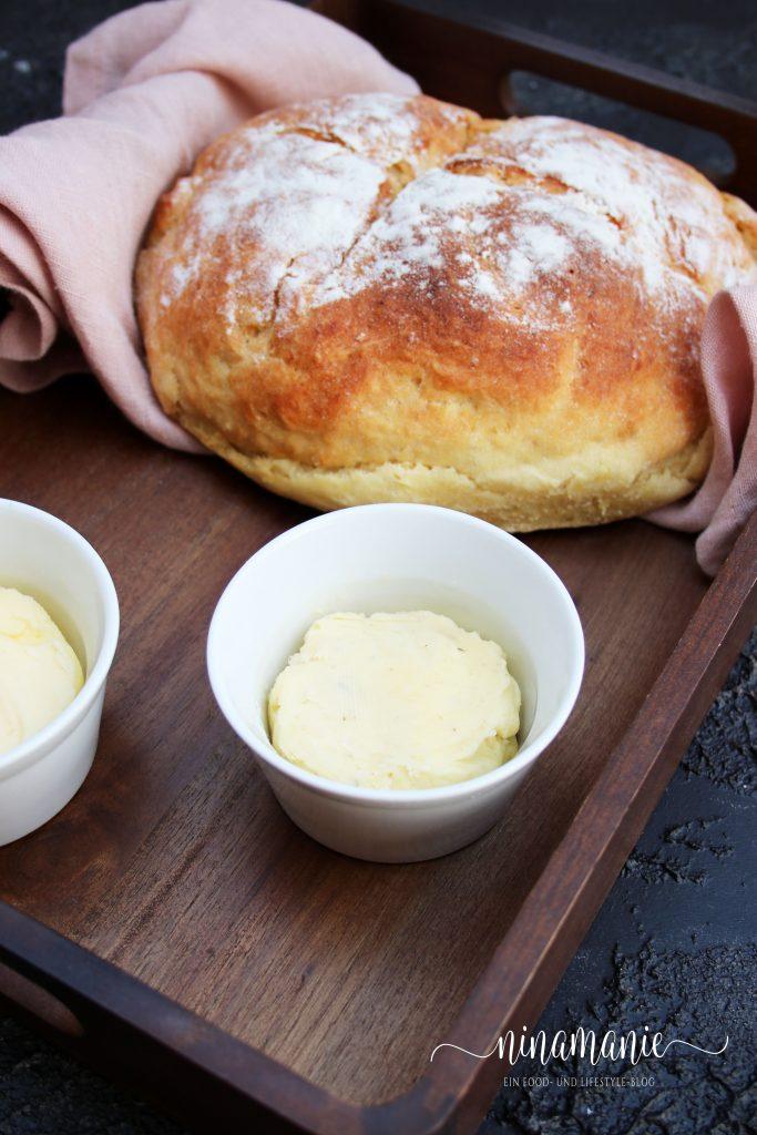 Kartoffelbrot mit Butter