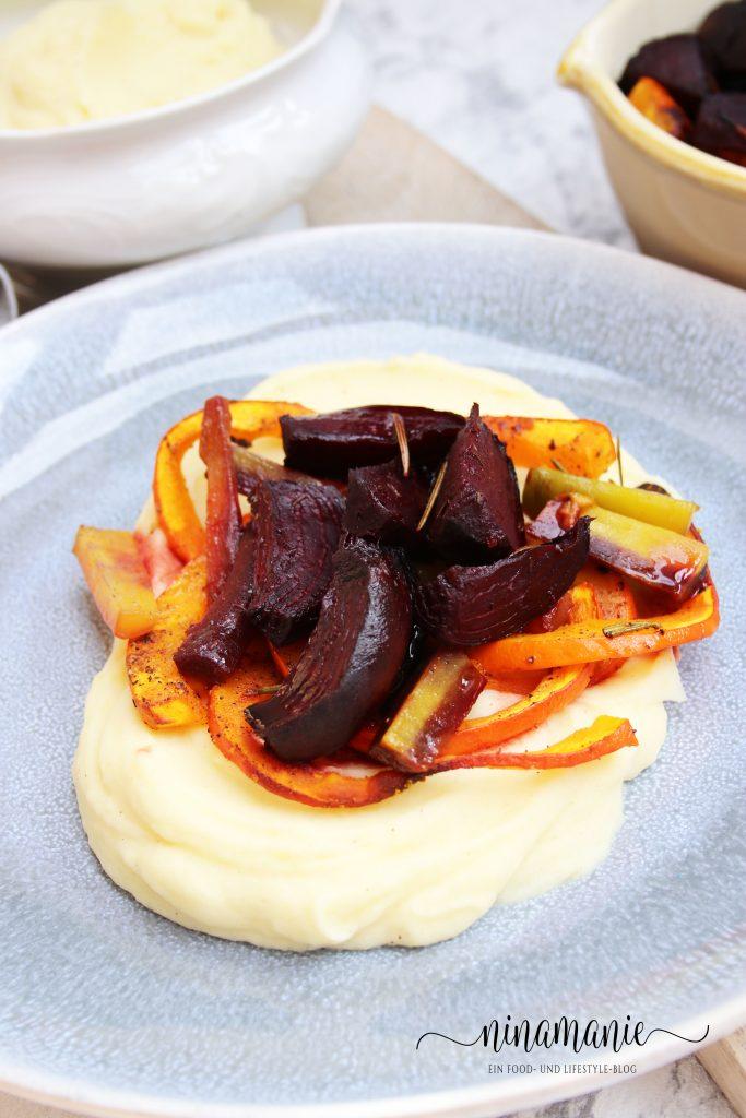 Kartoffelbrei und buntes Gemüse aus dem Ofen