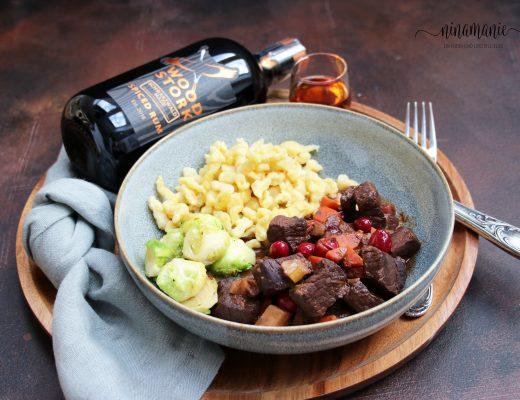 Hirschgulasch mit Wood Stork Spiced Rum