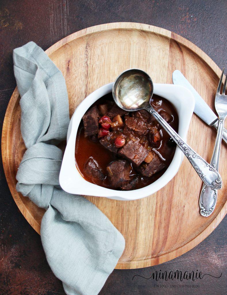Hirschgulasch mit Cranberries und Wood-Stork-Rum
