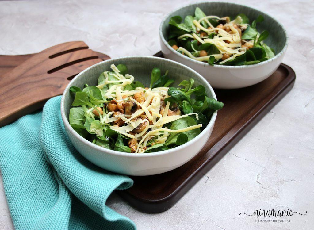 Feldsalat mit Kichererbsen und Champignons