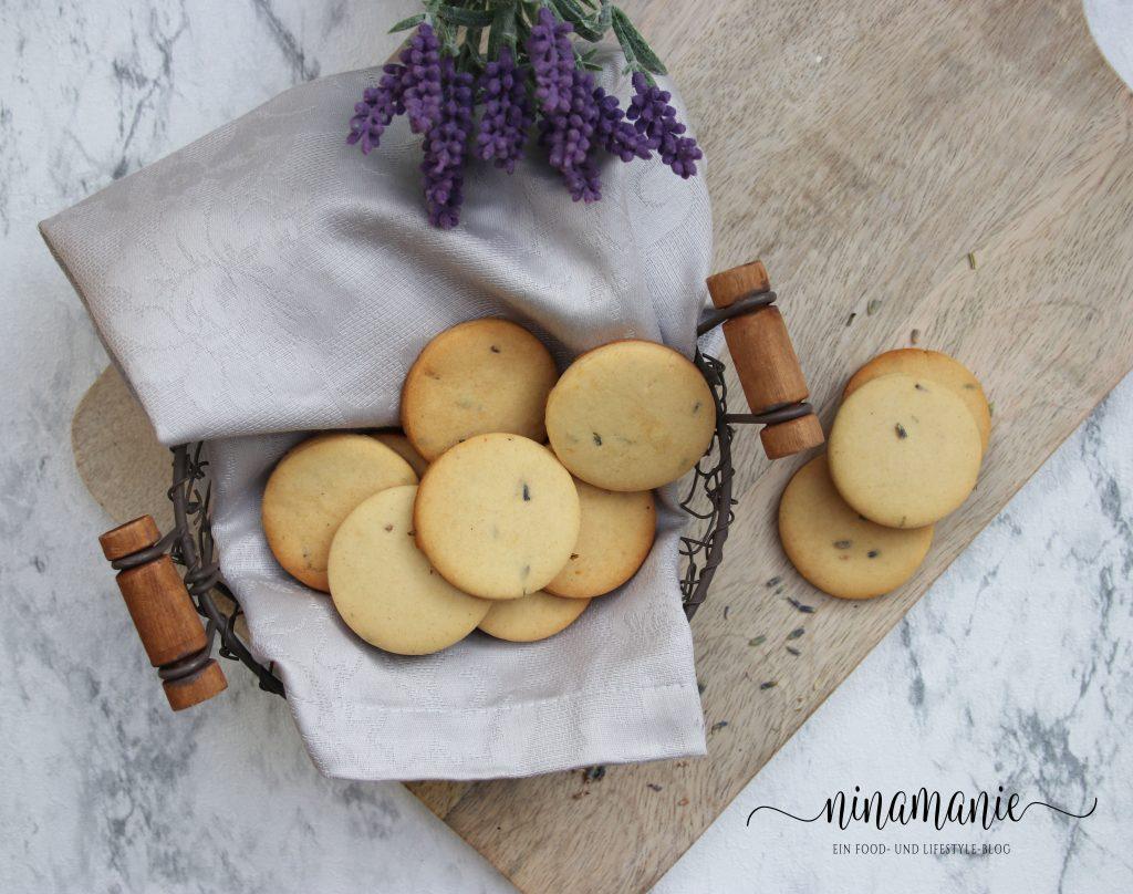 Leckere Kekse aus Mürbeteig mit Lavendel