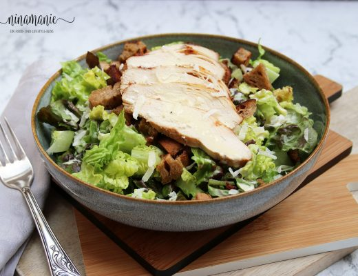 Leckeres Salat mit Hähnchenbrust