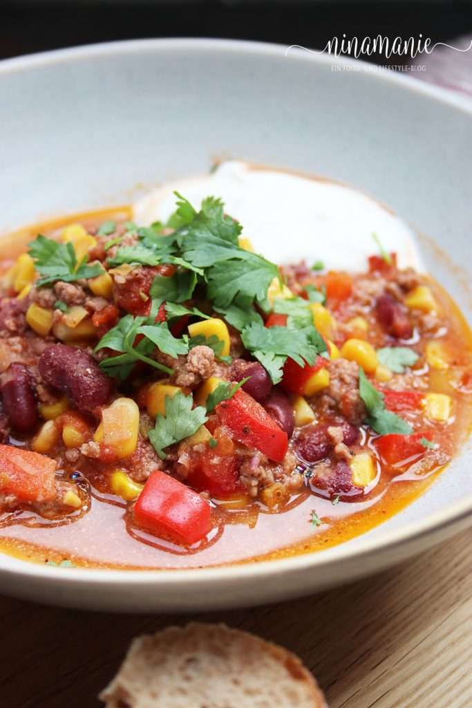 Teller mit leckerem Chili con Carne