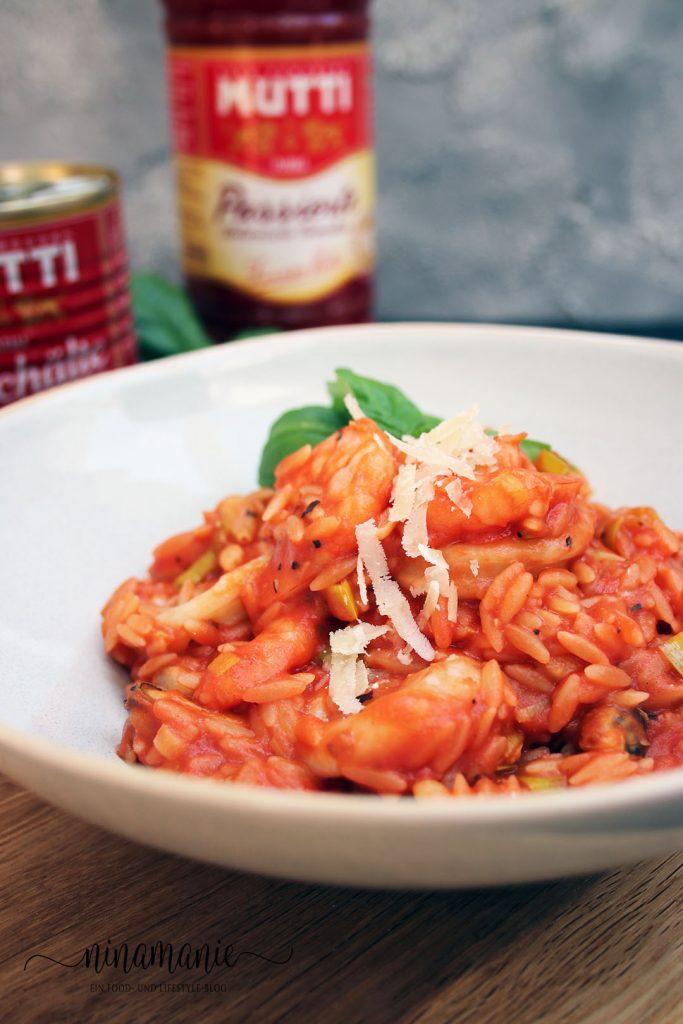 Risoni-Risotto mit Tomaten und Meeresfrüchten