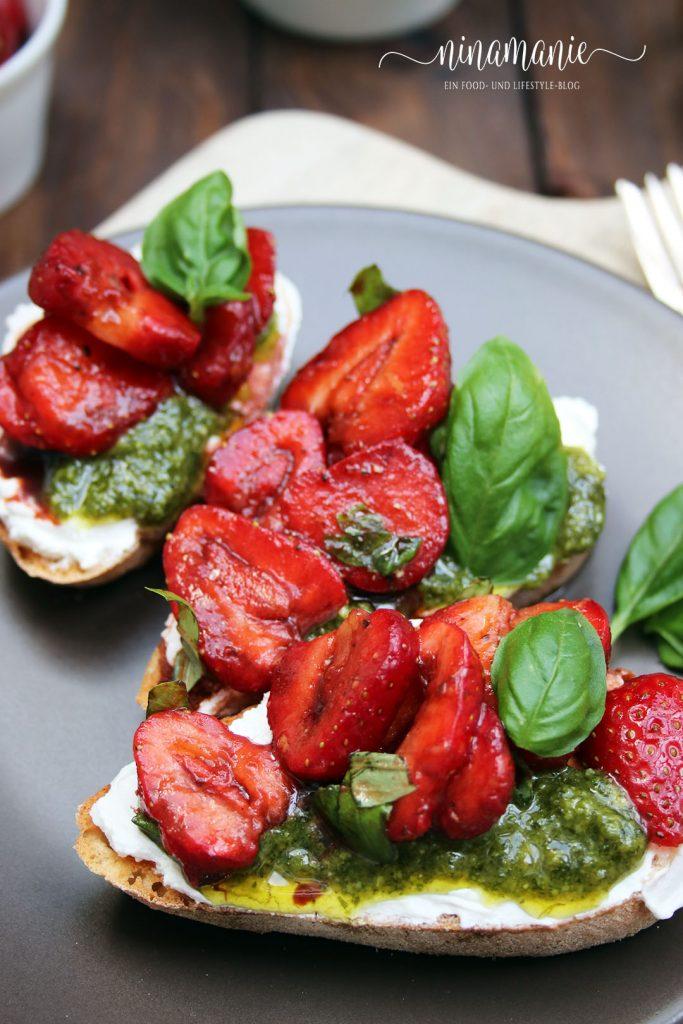 Beerensommer mit Erdbeeren-Crostini