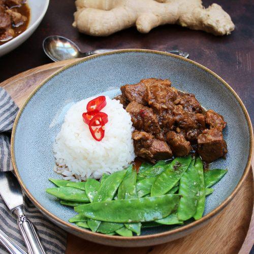 """Fire Islands. Rezepte aus Indonesien: Schweineschmorfleisch"