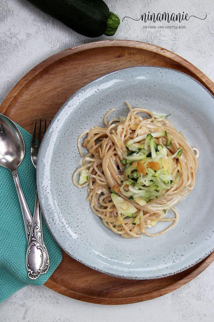 Pasta mit Zucchini und Mandeln