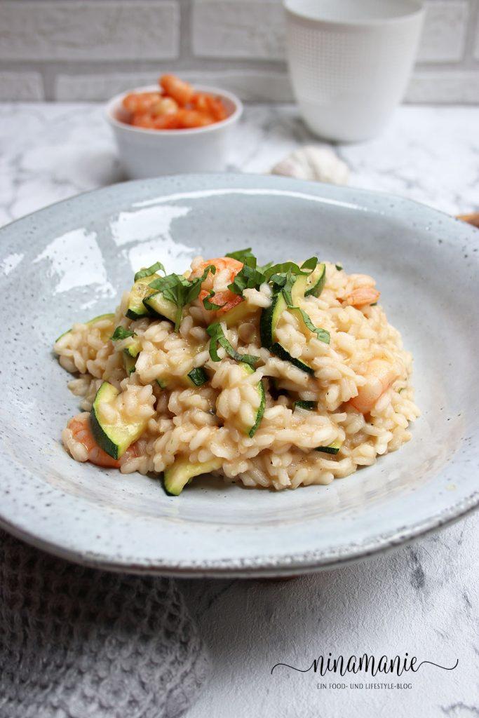 Zucchini-Risotto mit Garnelen