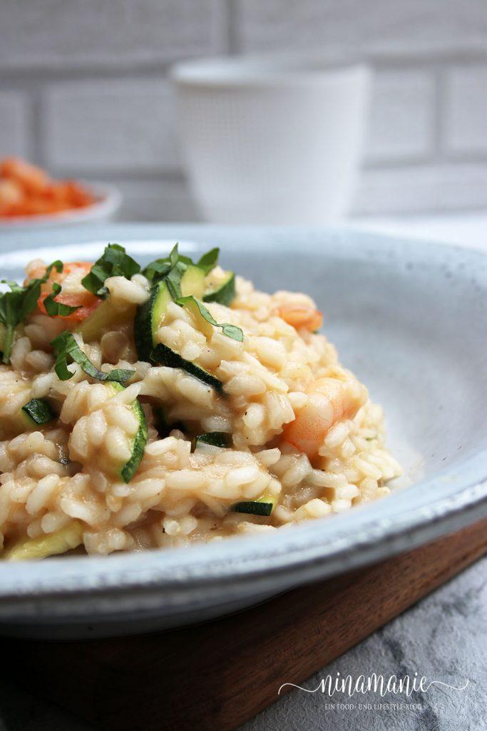 Köstliches Risotto mit Zucchini und Garnelen
