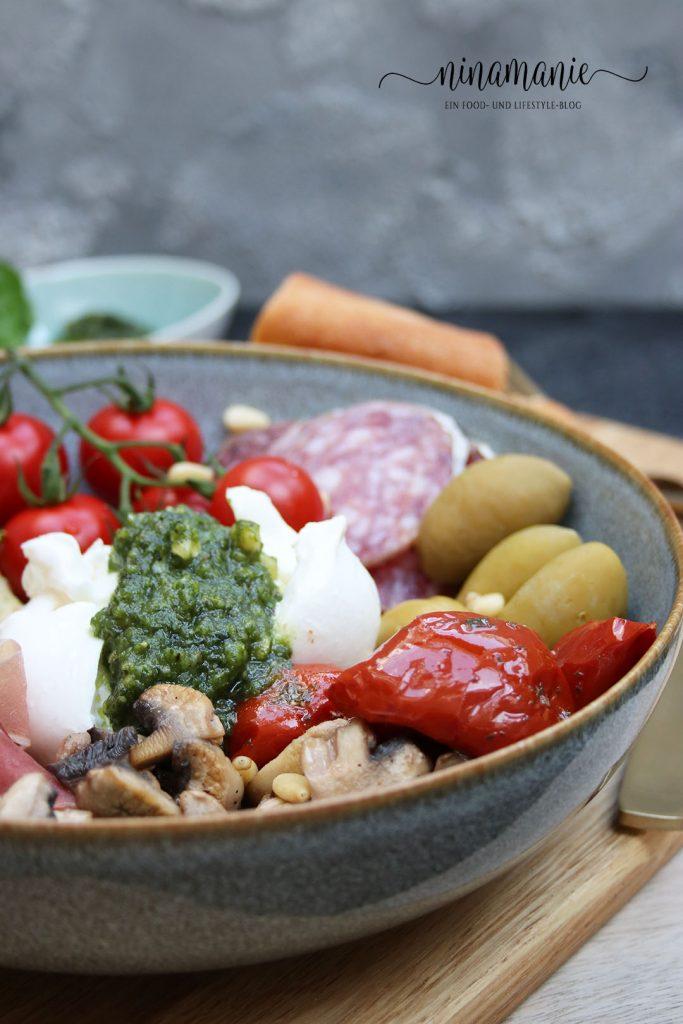 Köstliche Antipasti in einer Bowl