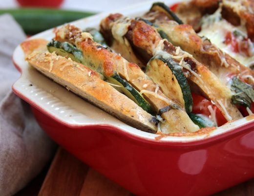 Brotauflauf mit Tomaten und Zucchini