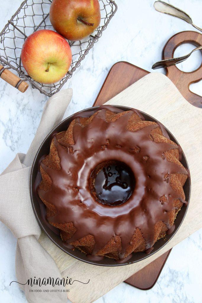 Gugelhupf mit Apfel und Schokolade