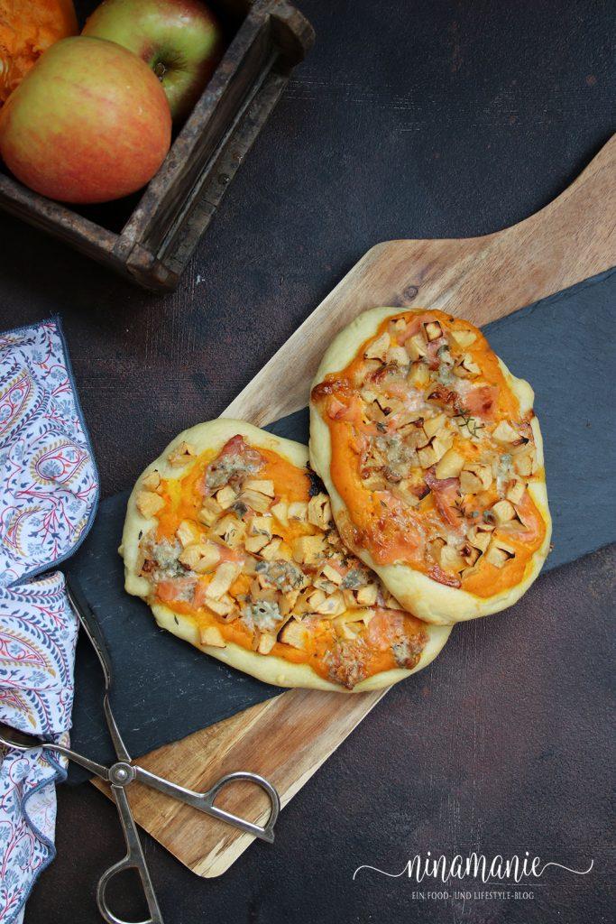 Pizzette mit Kürbiscreme,  Lachs und Apfelwürfel