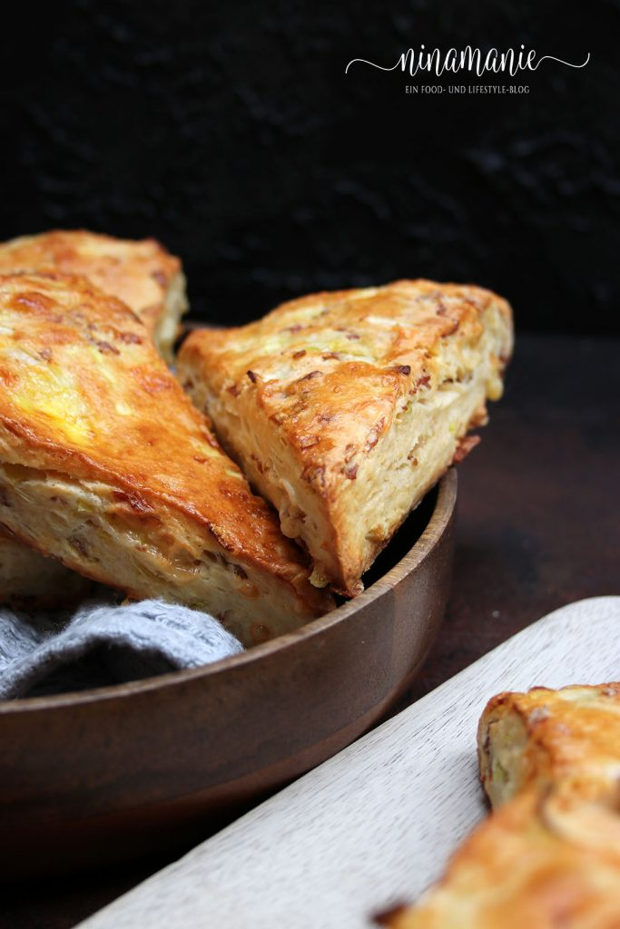 Leckere Scones mit Schinken und Käse