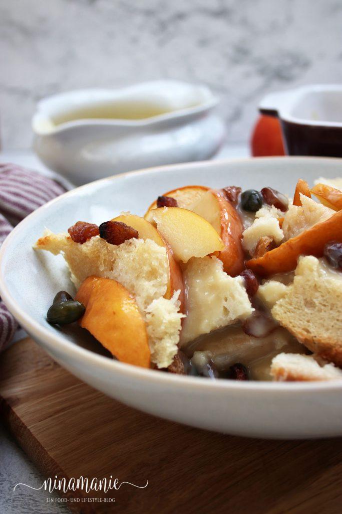 Ofenschlupfer mit Äpfeln und Vanille-Soße