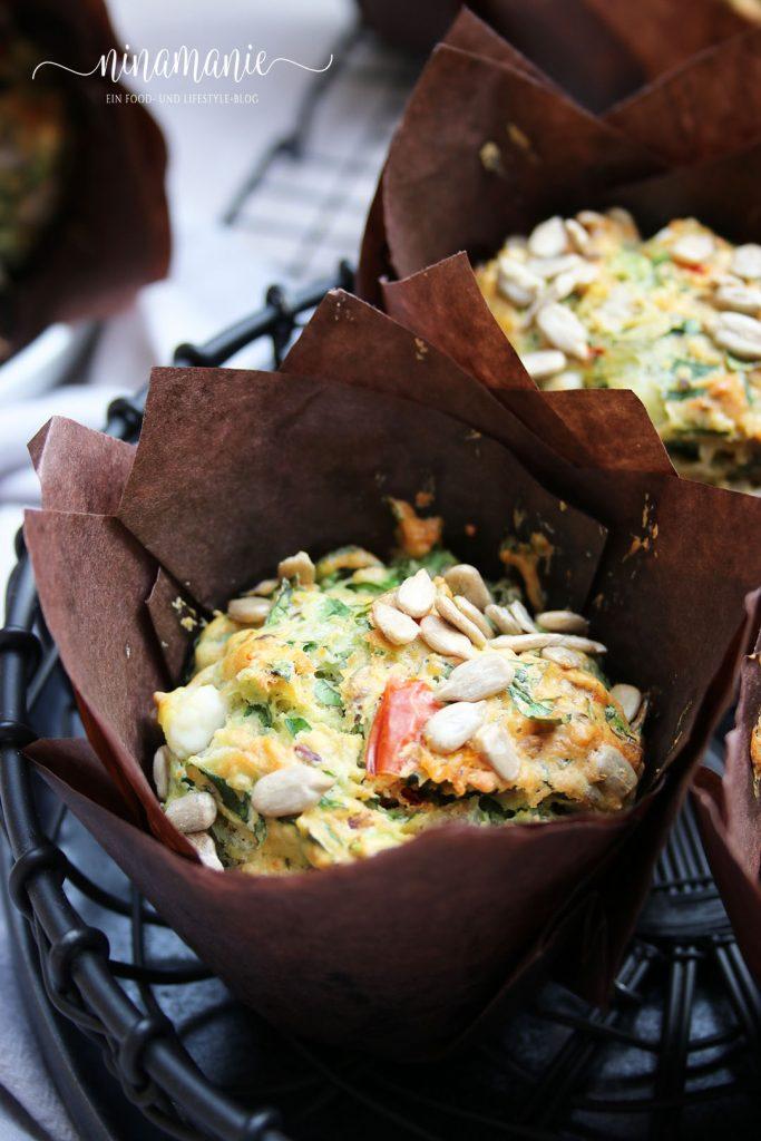 Spinat-Muffins mit Schafskäse und Sonnenblumenkernen