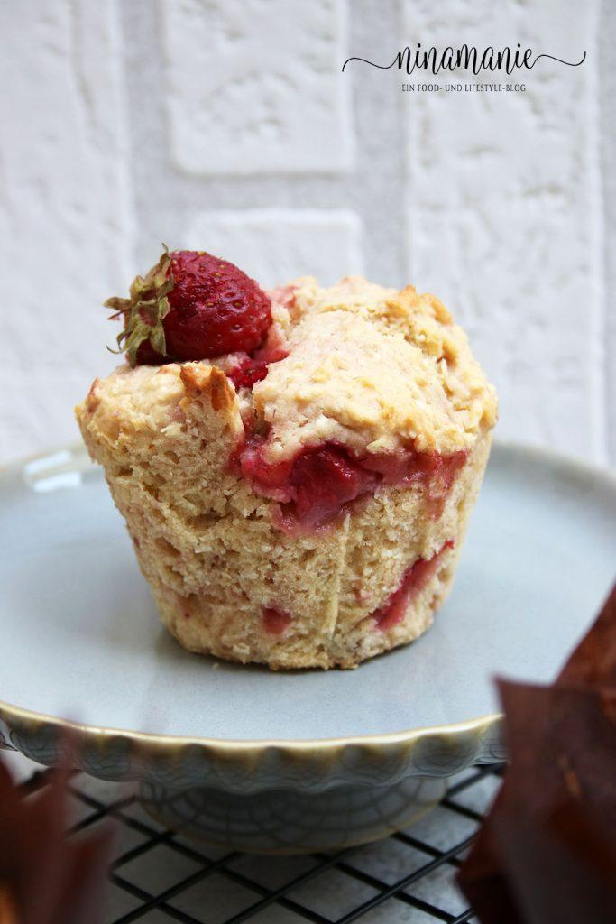 Muffins mit Erdbeeren und Kokos