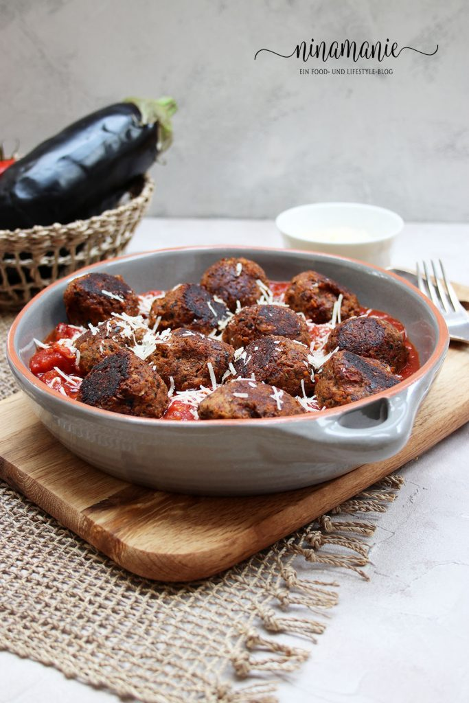 Vegetarische Klößchen in Tomatensauce